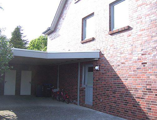 Carport mit Eingangsüberdach
