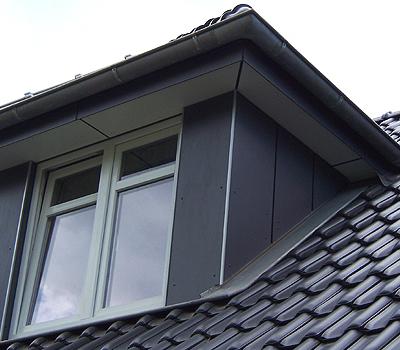 Dachgaube mit Fassadenplatten verkleidet
